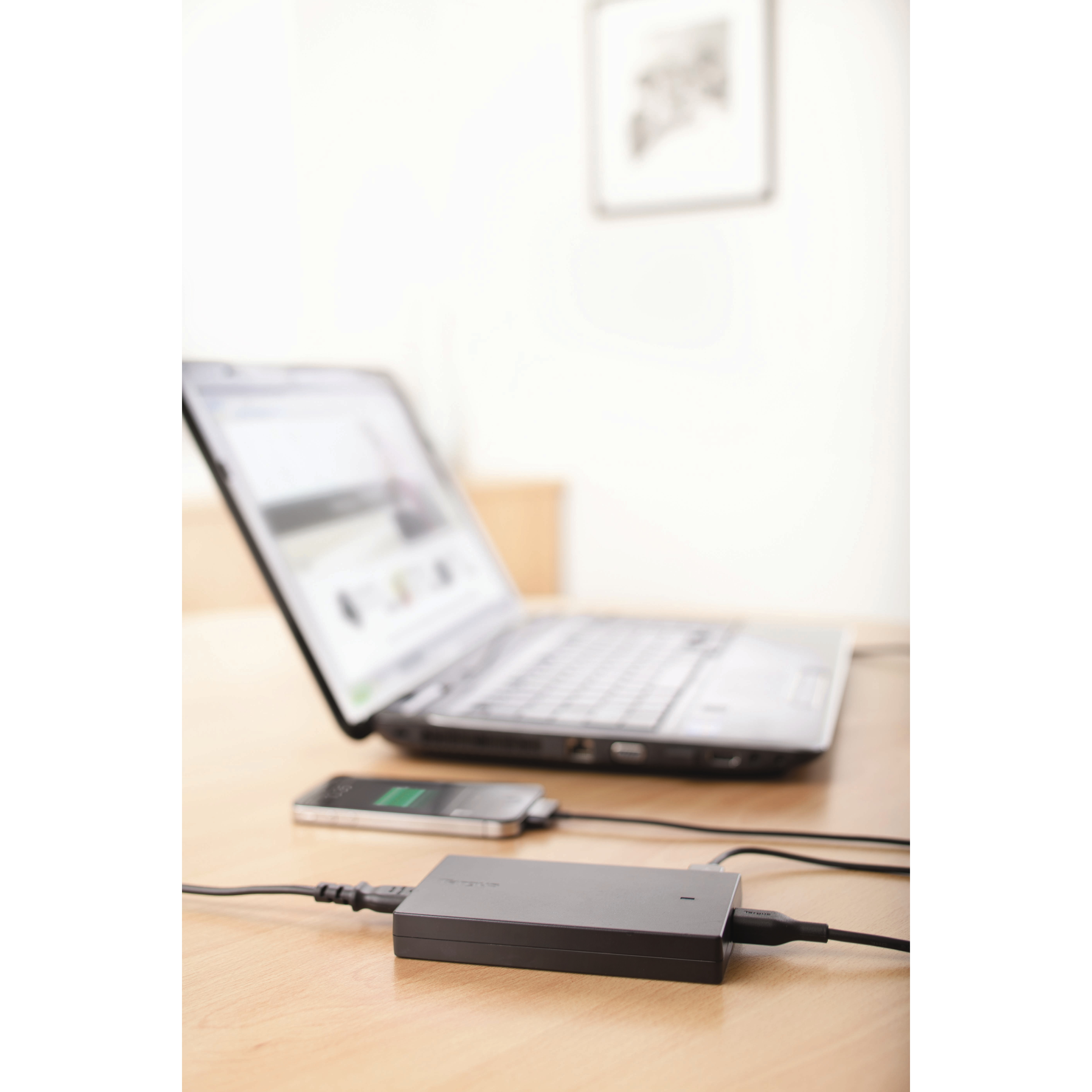 Picture of Targus 90W Slim & Light Laptop Charger + Phone/Tablet Charge