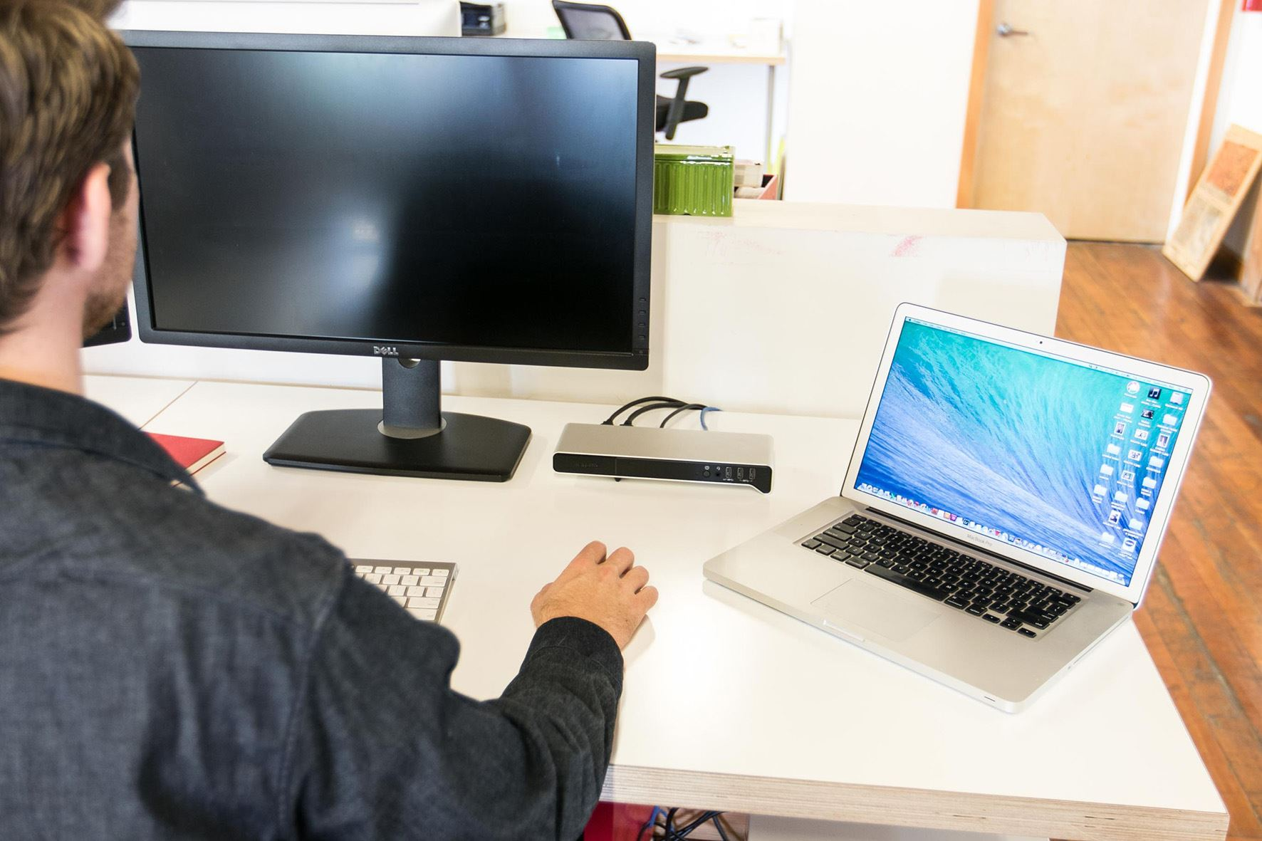 how to set up docking station with two monitors