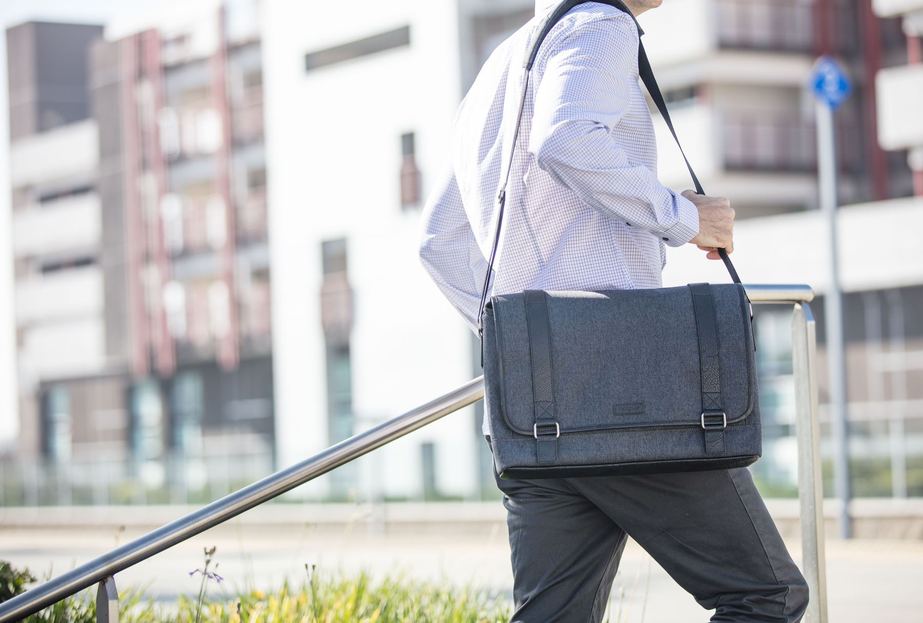 "Picture of 15.6"" City Fusion II Messenger - Charcoal/Black"