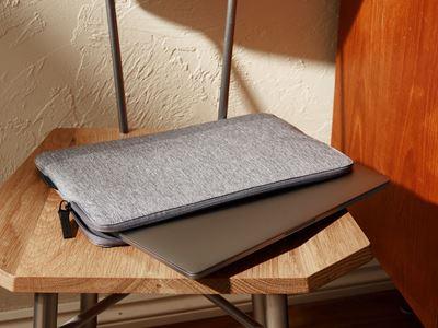 """Bild von CityLite Laptop Schutzhülle speziell entwickelt für 13"""" MacBook Pro – Hellgrau"""